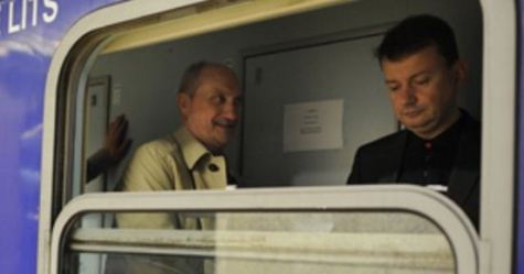 Posłowie PiS w pociągu z Rzymu